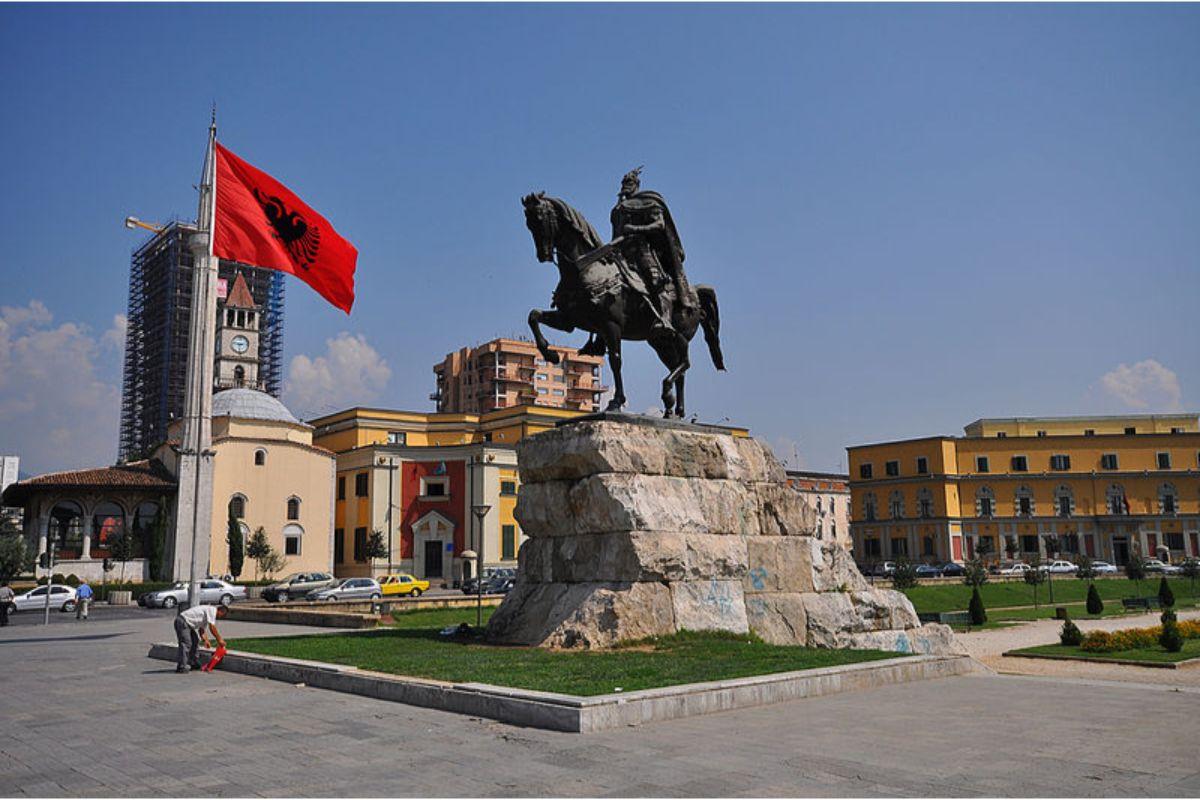 skanderbeg monument to albania