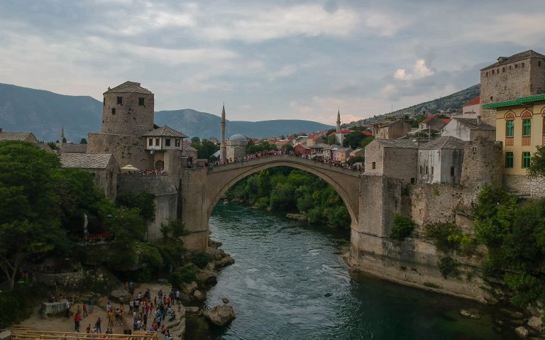 During our roadtrip we had a stop at Mostar. Here we can see the famous stari most bridge.