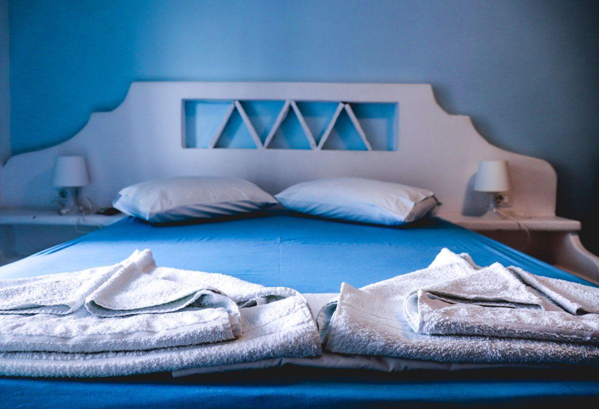 hotel room in kythnos-2
