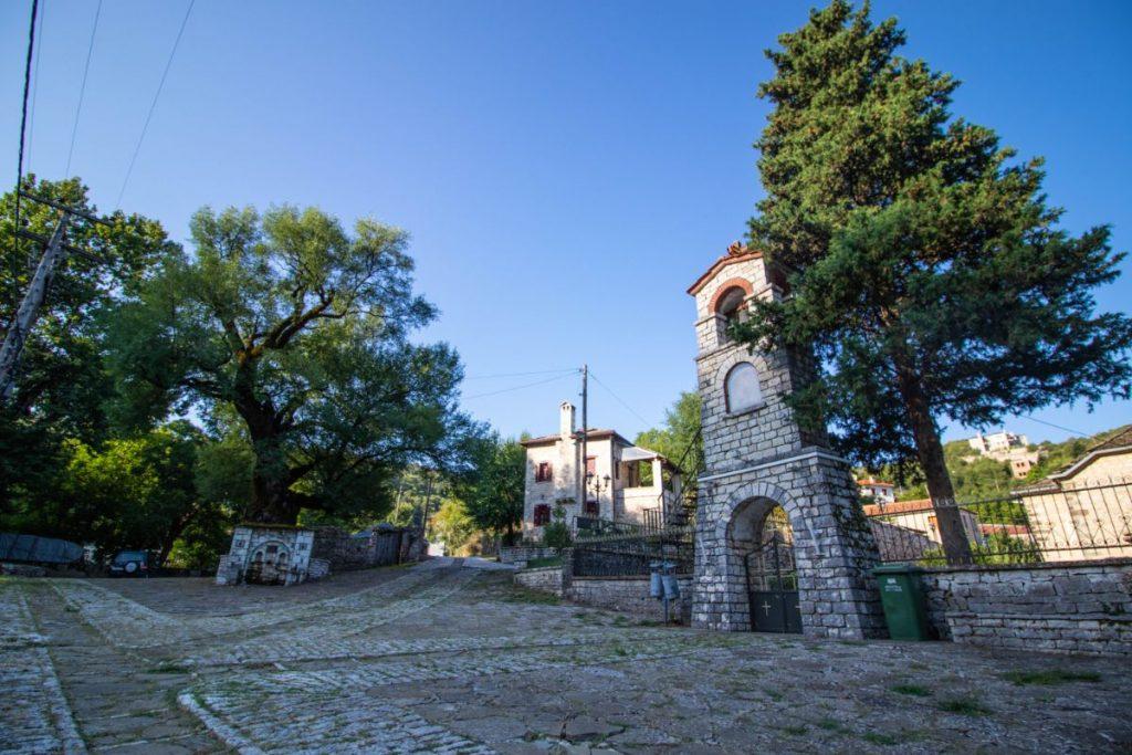 το χωριό Ασπράγγελοι στα Ζαγοροχώρια