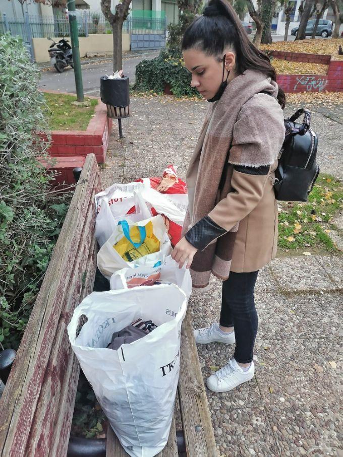 συλλογή ρούχων και τροφών