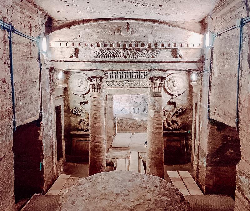 catacombs-of-Kom-El-Shoqafa